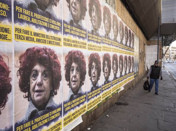 Manifesti della Ministra Valeria Fedeli sui muri di Roma