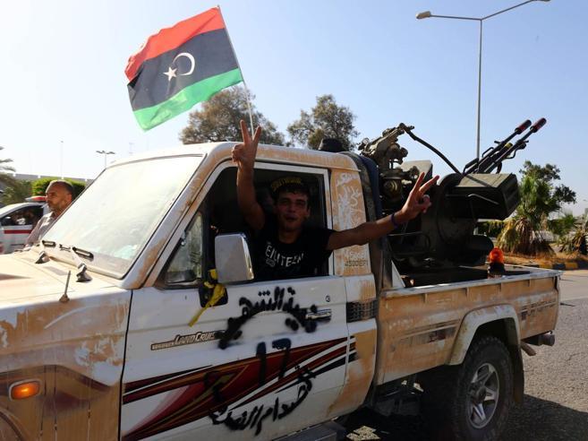 Libia, assalto al governo SerrajPresi tre ministeri a Tripoli