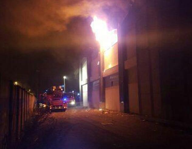 Migranti, capannone  in fiamme, muore un uomo di 35 anni
