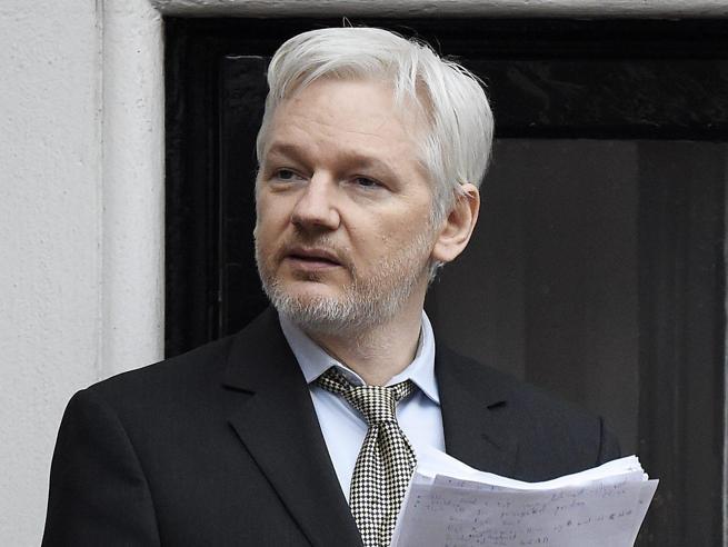 Assange si offre a Obama: «Mi consegno agli Usa se dai la grazia al soldato Manning»