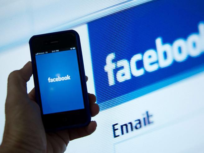 Problemi per Facebook: schermata bianca e nessun aggiornamento