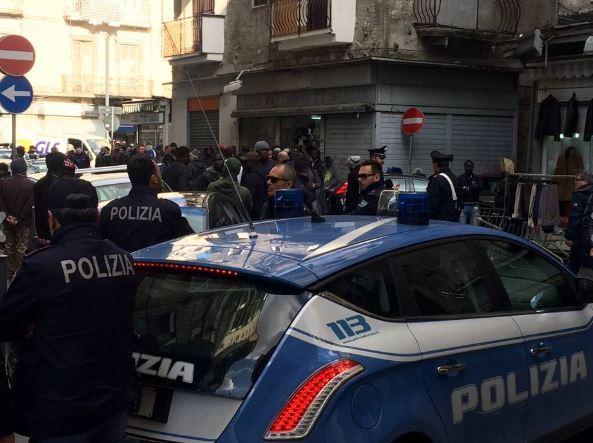 Raid armato contro gli ambulanti africani, quattro arresti a Napoli