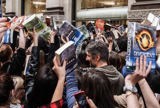 L'entusiasmo dei fan per Veronica Roth, quando venne in Italia nell'aprile 2016 (Fotogramma)