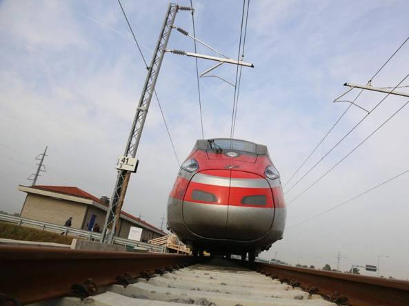 Ferrovie, rincari +35% abbonamenti Frecciarossa. Pendolari in rivolta. Delrio presto in campo
