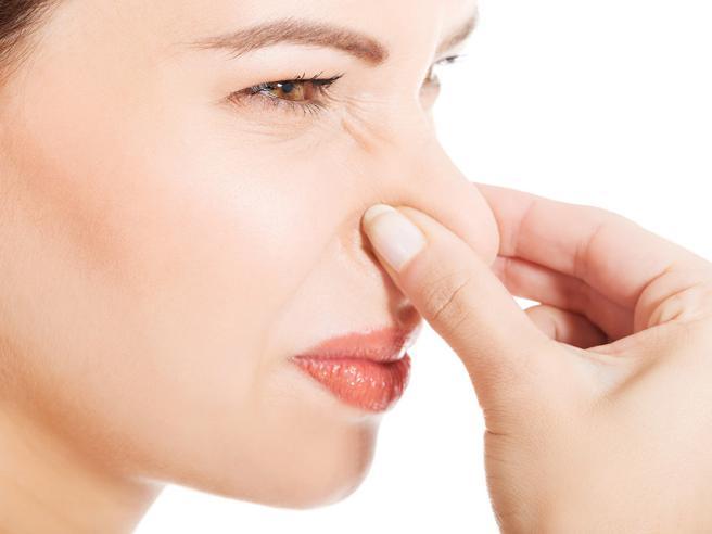 Non solo sudore: tutto ciò che può causare cattivi odori e come rimediare