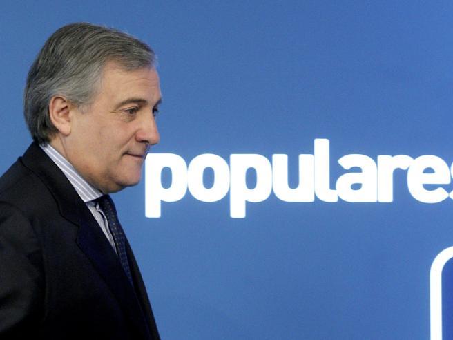 Parlamento Ue, Tajani nuovo presidente. Dai monarchici a Berlusconi - Foto Video