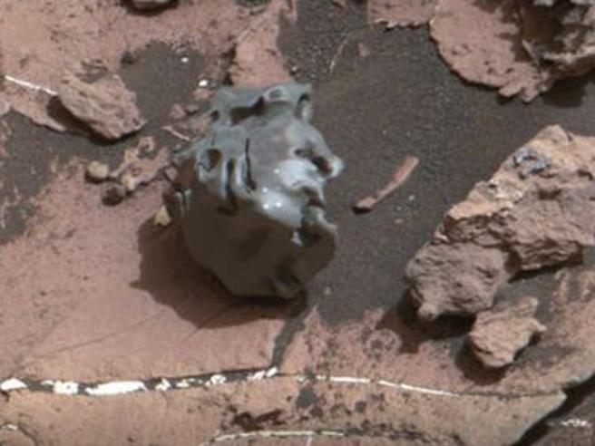 Marte: il rover Curiosity trova una meteorite di ferro Foto