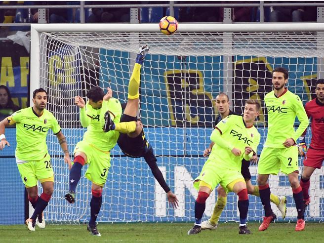 Inter-Bologna 3-2I nerazzurri si complicano la vita e poi ringraziano Candreva