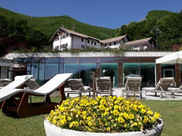 Hotel Rigopiano colpito da slavina: si temono vittime
