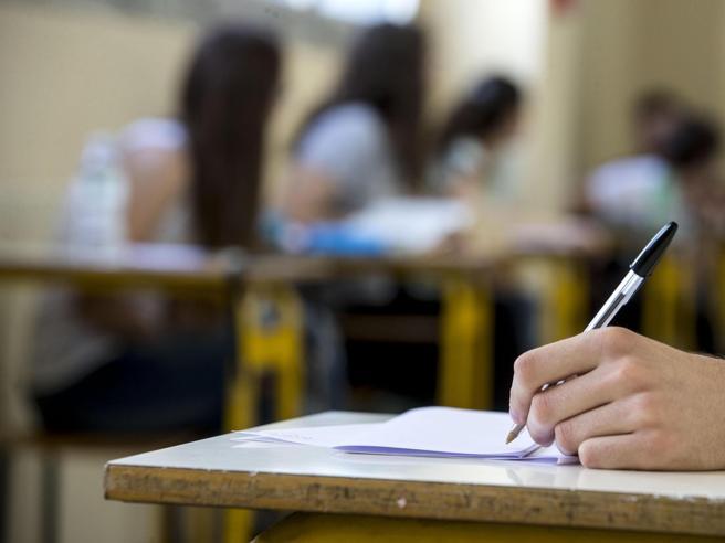 Scuola: 9 ragazzi su 10 scelgono l'ora di religione
