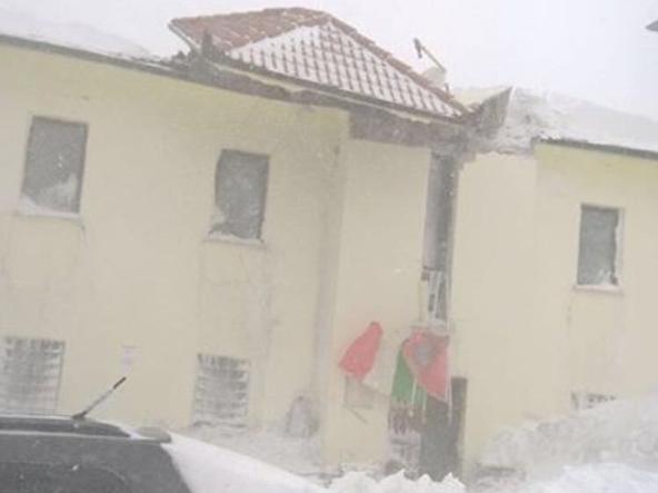 Il tetto del Municipio di Campotosto