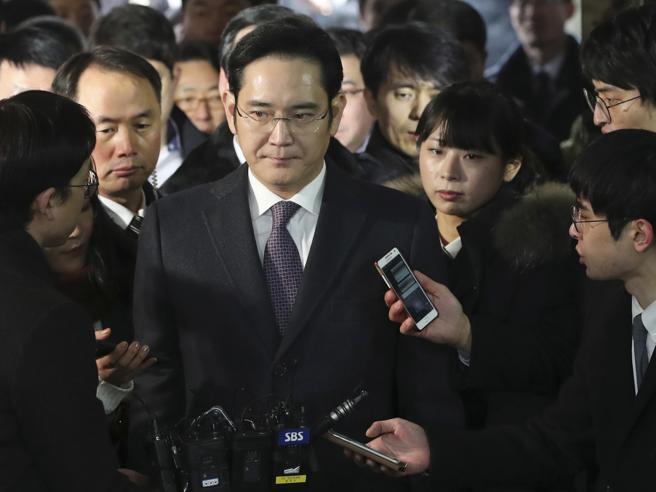 Tangenti in Corea, il tribunale di Seul dice no all'arresto del capo di Samsung