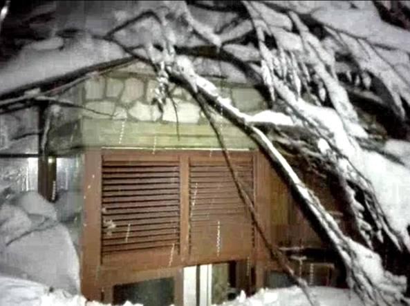 Hotel Rigopiano: altri 4 estratti vivi, ma c'è la quarta vittima