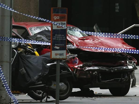 Melbourne, auto a folle corsa sui passanti: 3 morti