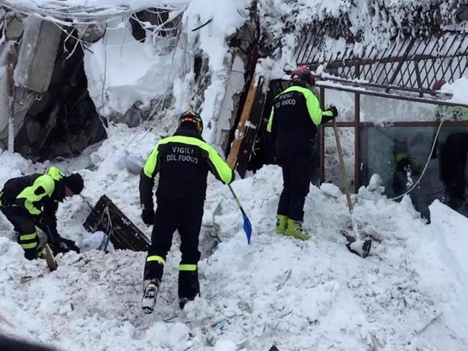 Terremoto, slavina sull'hotelTrovate vive sei persone dopo 42 oreTra i superstiti anche una bambina