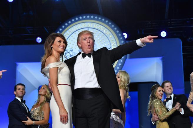 Il presidente Trump e la first lady Melania durante il Freedom Ball (Epa)