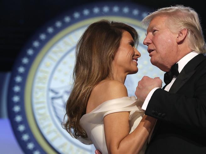 Stati Uniti: lo spacco di Melania, strass e trasparenze per Ivanka. I balli alla Casa Bianca per il nuovo presidente