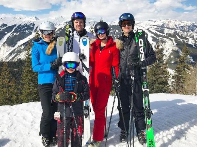 Stati Uniti, vacanza sulla neve e tuta rosso fuoco per Ivanka Trump