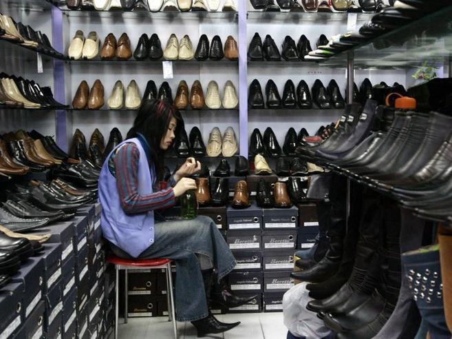 L'invasione del low cost cineseGli italiani vendono ai magazzini