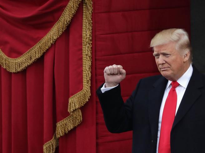 Trump, l'  incontro con May Attacco alla stampa: «Mente»  Il fotoconfronto: le due piazzeSanità e  gay: i provvedimenti