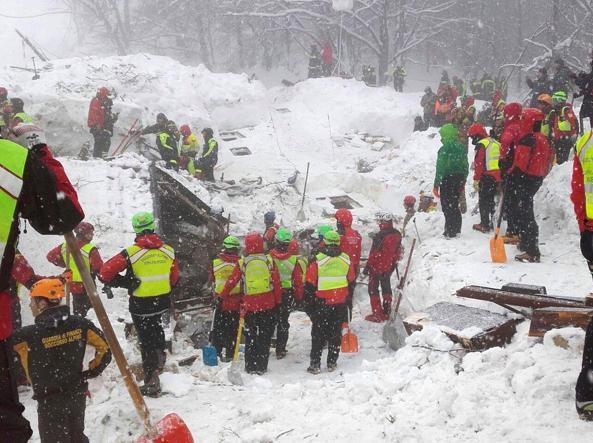 Hotel Rigopiano, i soccorritori continuano a lavorare senza sosta