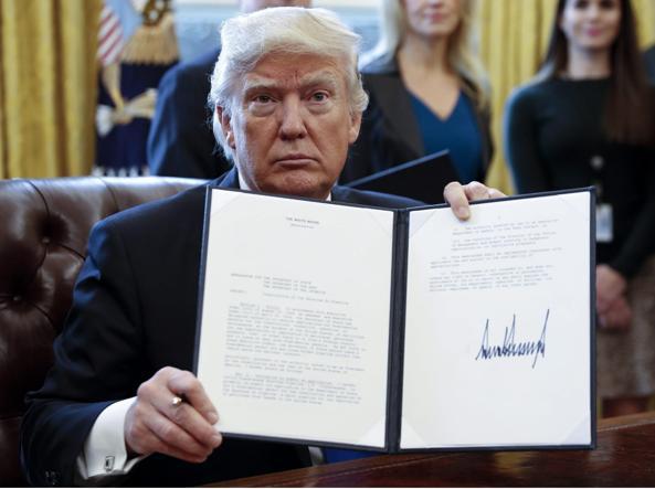 Trump: via libera agli oleodotti e alla costruzione del Muro