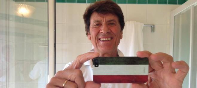 Storia e ragioni dei selfie in bagno - Porno in bagno ...