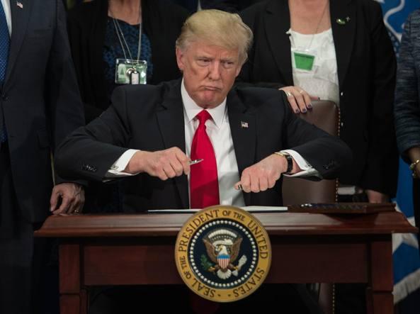 Trump, scontro con il Messico sul Muro. Asse con May dimensione font +