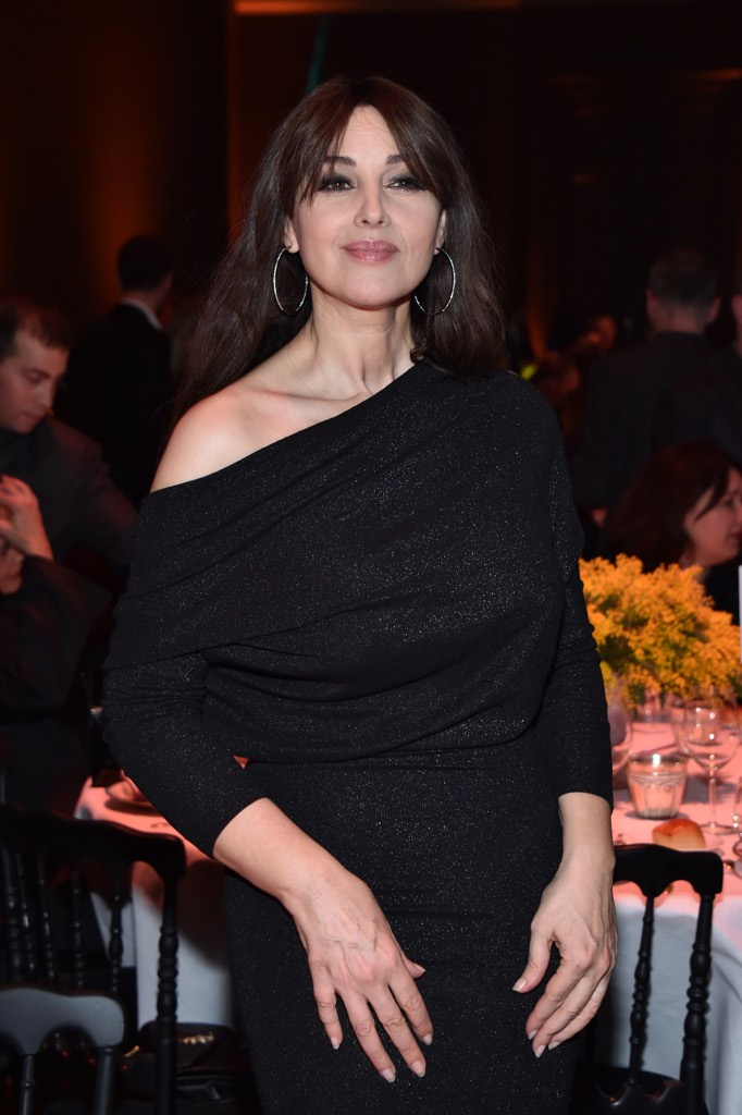 Incroci pericolosi a Parigi: Monica Bellucci incanta in ...