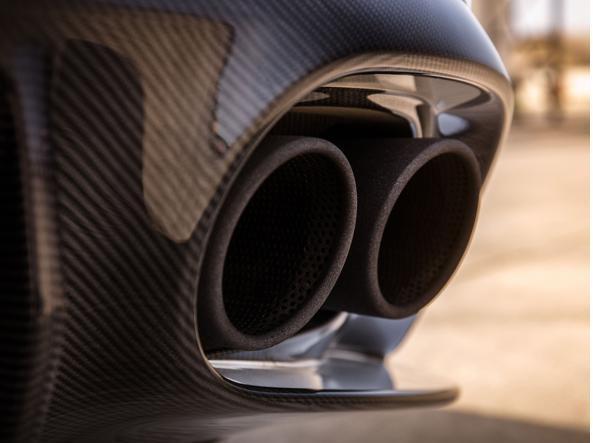 Gli scarichi della Aston Martin Vanquish S Volante