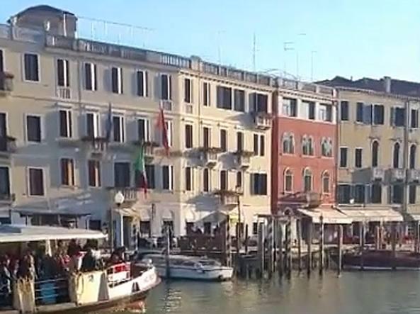 Venezia, profugo morto suicida nel Canal Grande: indagato il motoscafista