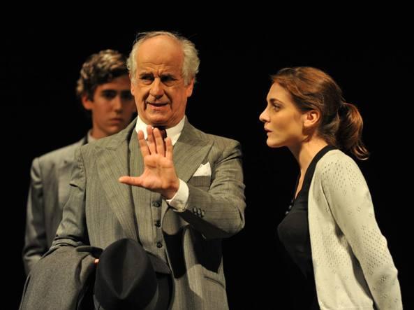 Una scena dello spettacolo «Elvira» durante le rappresentazioni al teatro Grassi di Milano