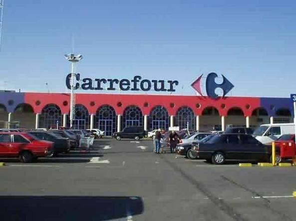 Carrefour licenzia 500 dipendenti: ecco i punti vendita a rischio chiusura