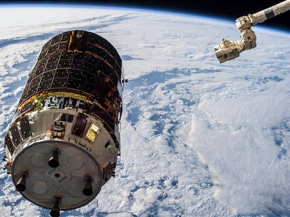 Il satellite giapponese Htv6 rilasciato dalla Stazione spaziale internazionale
