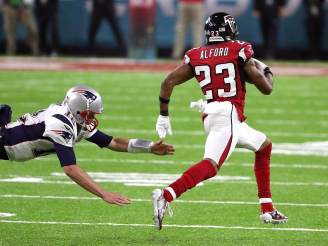 Super Bowl, i  Patriots in rimonta battono i Falcons al supplementare