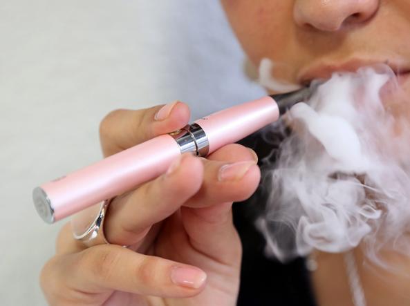 Chi passa dal tabacco alle sigarette elettroniche guadagna in salute