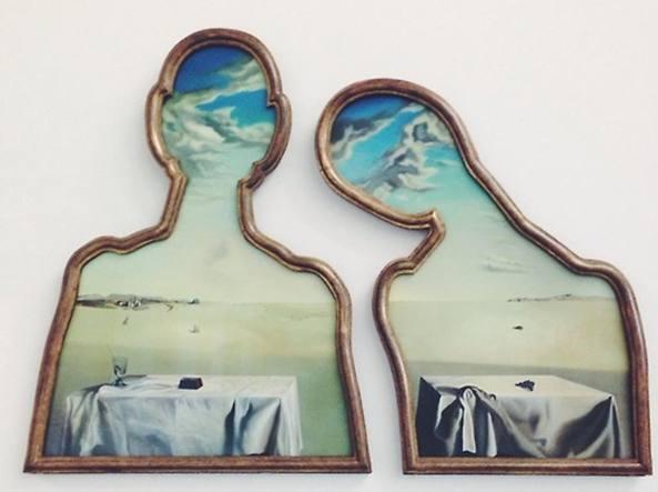 «Coppia con la testa piena di nuvole» di Salvador Dalí (1936) esposta nel 2012 al Complesso del Vittoriano, Roma
