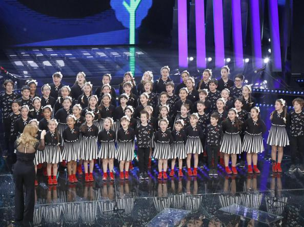 I bambini del Piccolo Coro Mariele Ventre dell'Antoniano di Bologna ( Zecchino d'Oro ) diretti da Sabrina Simoni