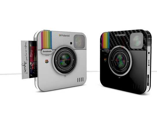 Camera Cool Cam, la Polaroid anni '80 si tinge di rosso