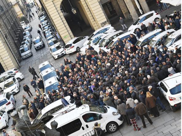 Risultati immagini per taxi protesta