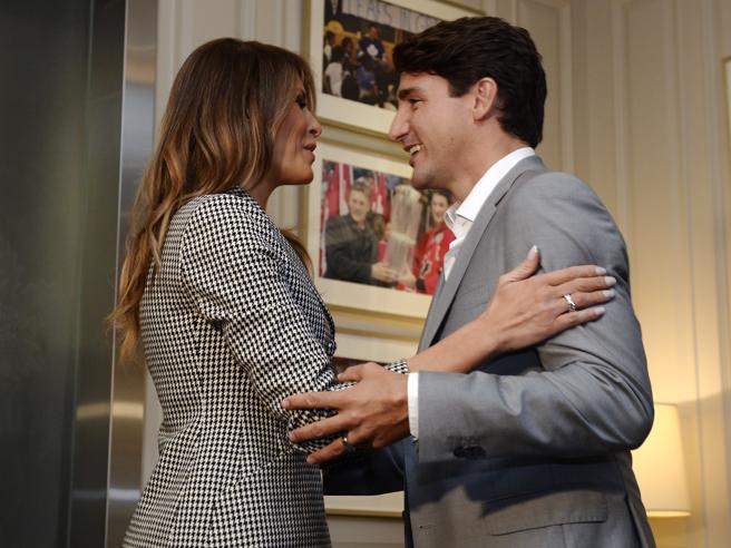 Melania Trump, primo impegno al'estero senza il marito. E abbraccia Justin Trudeau