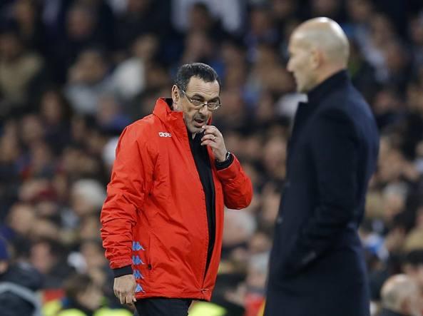 Maurizio Sarri guarda Zinedine Zidane in Real-Napoli (Lapresse)