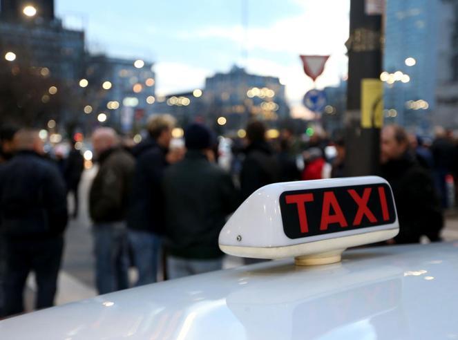Taxi, quinto giorno di sciopero e disagiMinacce a Milano|Ragioni della protesta