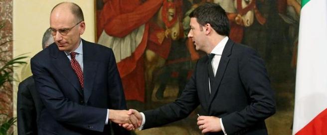 Il gelido passaggio di consegne a Palazzo Chigi tra Letta e Renzi: era il 22 febbraio di tre anni fa (Ansa)
