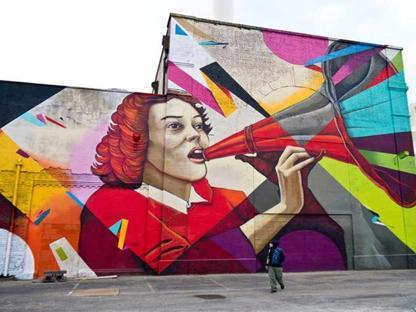 Un graffito di Remi Rough, la sua prima personale,«Symphony of Systematic Minimalism», alla Wunderkammern di Roma che inaugura il primo aprile