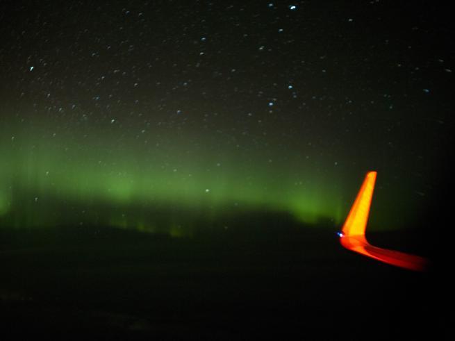 Sul volo speciale per l'aurora boreale tra lezioni, musica e selfie