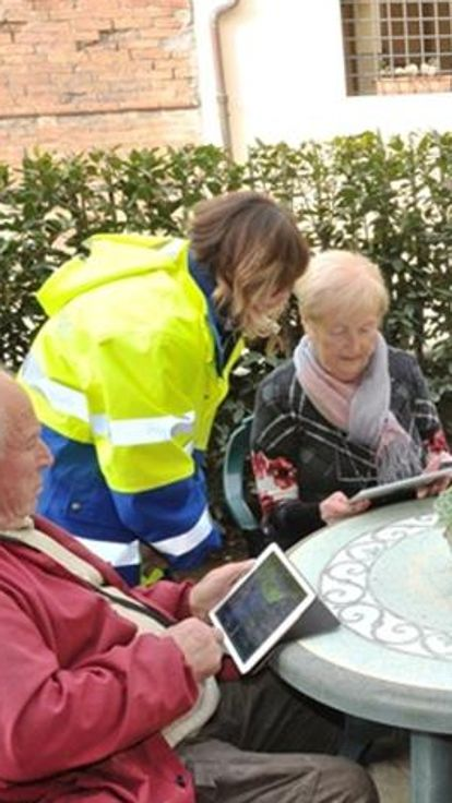 Il postino adesso consegna il tablet«Così si collegano nonni e nipoti»