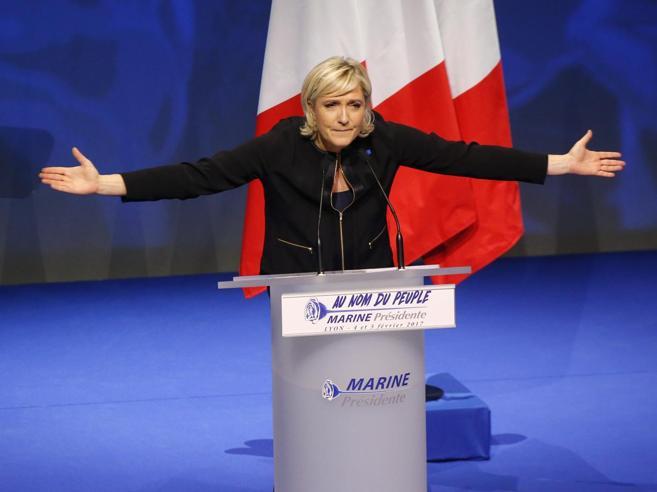 Marine Le Pen sfida la giustizia«Non rispondo prima del voto»