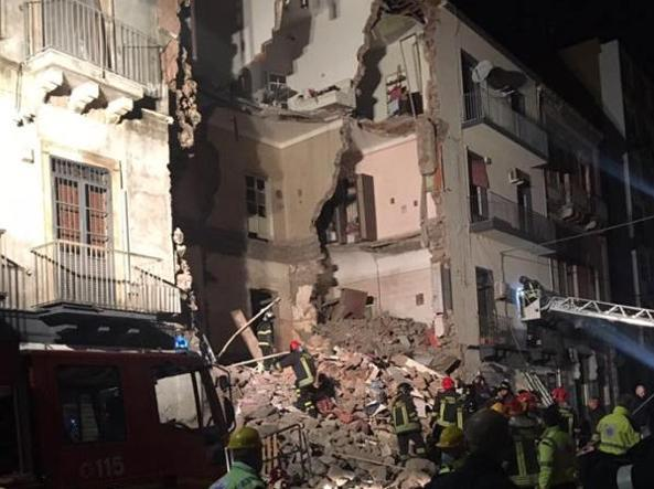 Crolla palazzina a Catania, una vittima e quattro feriti