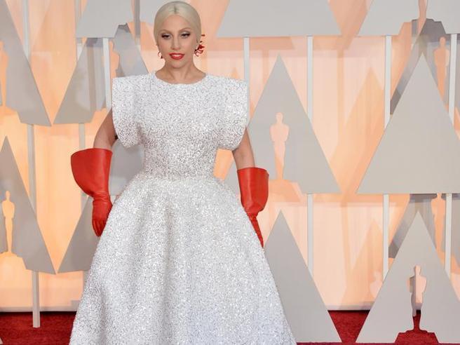 Oscar 2017, le star peggio vestite nella storia, da Lady Gaga a J.Lo